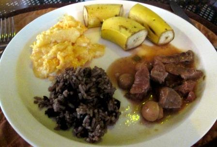 Gallo pinto, scrambled eggs, bananas, beef with mushrooms